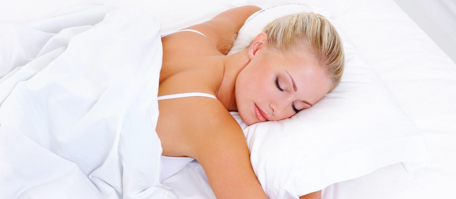 Фото блондинка спит 2 фотография